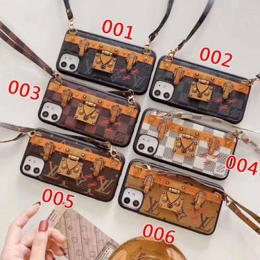 KAWS LV コンボ ブランド iphone 12/12 pro/12 mini/12 pro max/11/11 pro/11 pro maxケース レザー セレブ愛用 ルイヴィトン カウズ ストラップ付き 金属ロック 激安 ショルダーバッグ型 アイフォンx/xr/xs/8/7 plus/se2ケース 経典 iphone xr/xs max/11proケース メンズ iphone x/8/7 plusケース 大人気 ファッション レディース