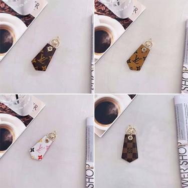 LV ルイ.ヴィトン ブランド新発売AirTag保護ケース 紛失防止 レザーケース トラッカー贅沢風エアタグケース メンズ レディース 大人気 シンプルお洒落トラッカーケース プレゼント男女兼用 人気